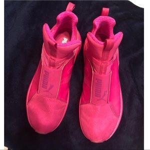 KYLIE JENNER Bright Pink Pumas Sz 5.5